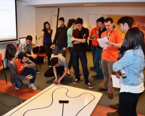 Cei mai buni liceeni din Capitala s-au intrecut in programare de mini-roboti