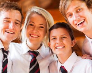 Vesti bune pentru elevii premianti: scutiri de taxe si tombola cu premii