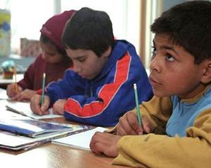 Un reprezentant al Ministerului Educatiei, acuzat de discriminarea elevilor romi