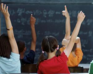Guvernul a aprobat cifrele de scolarizare pentru anul scolar/universitar 2015-2016