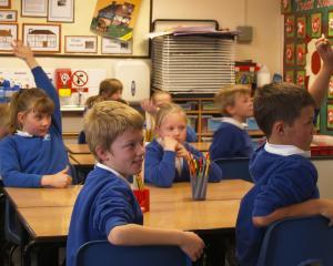 Deputatii au adoptat legea care stabileste ca toti elevii sa invete de dimineata