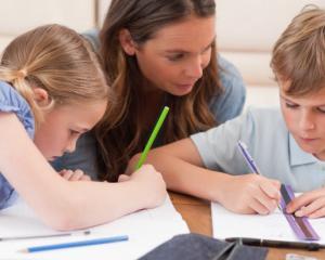 50% dintre profesori, impotriva reducerii temelor pentru elevi