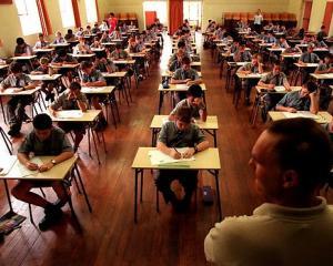 A inceput Evaluarea Nationala la clasa a VI-a