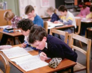 A inceput Evaluarea Nationala pentru elevii de clasa a II-a