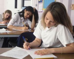 Modele de subiecte pentru Evaluarea Nationala 2015, pentru clasele a II-a, a IV-a si a VI-a