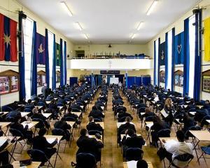 Bacalaureat 2015: calendarul examenelor si noua programa scolara