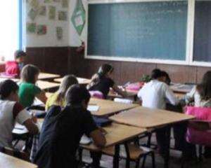Ponta ii cere ministrului Educatiei sa rezolve problema fondului clasei
