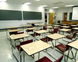 Mai multe unitati de invatamant au dat deja drumul la caldura, din cauza frigului din salile de clasa