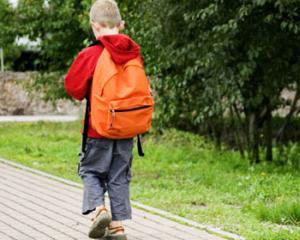 TEST: cum verificati daca ghiozdanul copilului este prea greu