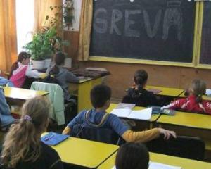 Profesorii au semnat referendumul care va decide inghetarea anului scolar sau continuarea activitatii