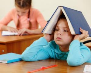 Copiii din Romania au primit somatii pentru plata impozitului pentru alocatiile de stat. Gafa autoritatilor fiscale