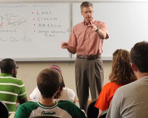 Indemnizatii mai mari pentru profesorii care participa la Evaluarea Nationala si Bac in 2014