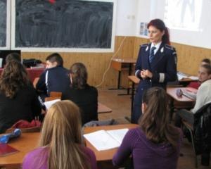 Peste 140 de infractiuni comise de elevi in scoli, in primul semestru