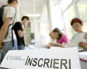 Studentii reclama taxele uriase necesare inscrierii la facultate