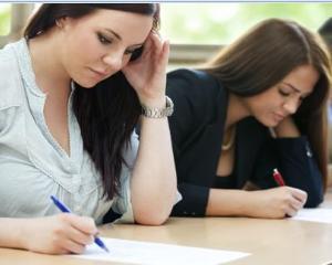 Tot mai putini tineri se inscriu la facultate. Universitatile au inceput sa organizeze programe de pregatire pentru bac