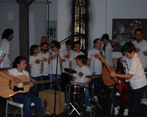 De ce este important pentru elevi sa cante la un instrument muzical