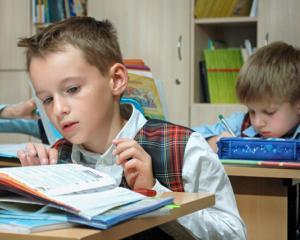 Ce risca parintii care nu isi trimit copiii la scoala