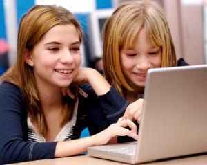 Invatarea online. Ce avantaje le aduce copiilor?