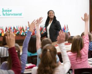 Ne jucam, invatam, crestem, sanatos - program educational pentru cei mai mici scolari