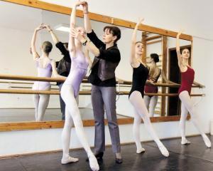 Liceul de balet Floria Capsali nu se mai desfiinteaza. Consilierii locali au renuntat la comasarea cu liceul Dinu Lipatti