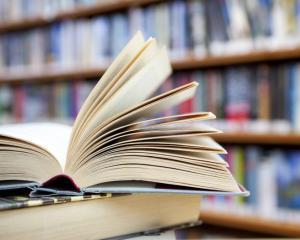 CNSC arata ca Ministerul Educatiei a eliminat oferte valabile si a favorizat companiile castigatoare la licitatia pentru manuale