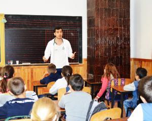 """Programul national de sanatate pentru nutritie """"Mananc sanatos la scoala"""" a fost extins in mediul rural"""