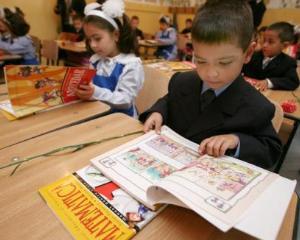 Vanzarea de carti si auxiliare in scoli este ilegala