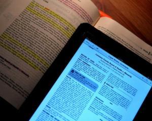 Manualele digitale, primul pas spre modernizarea invatamantului romanesc