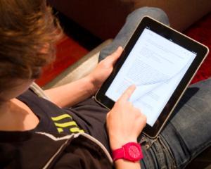 Cand ajung manualele digitale in scoli