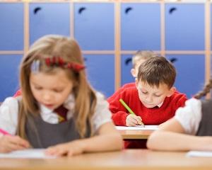 Cand vor avea elevii manuale noi. Ministrul Educatiei schimba termenul pentru reinnoirea lor