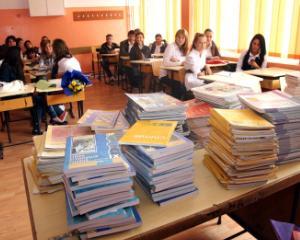Vineri este licitatia pentru manualele scolare pentru clasele I si a II-a