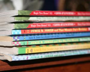 Editorii reclama preturile impuse de Ministerul Educatiei pentru manualele scolare