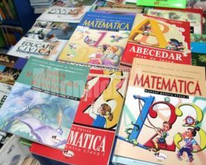 Razboiul manualelor continua: contestatiile editorilor intarzie productia manualelor noi