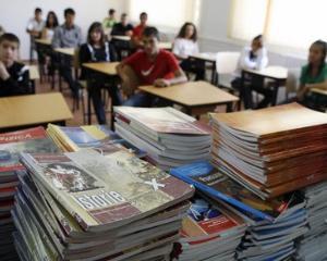 Cine sunt elevii care ar putea primi gratuit manuale scolare