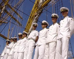 Elevii de liceu pot sa invete tainele marinariei la o scoala de vara in Constanta. Au inceput inscrierile