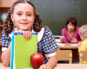 Elevii vor primi merele gratuite abia in 2014