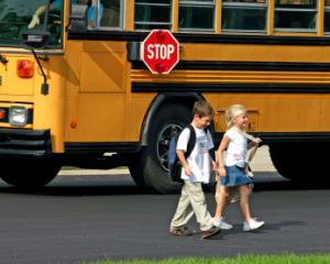 Microbuzele scolare ar putea transporta elevi si in afara localitatilor