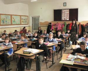 50 de scoli reparate si reabilitate cu ajutorul voluntarilor