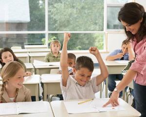 OUG pentru modificarea Legii Educatiei: norma redusa pentru profesori, examene modificate pentru elevi si doctorat fara frecventa