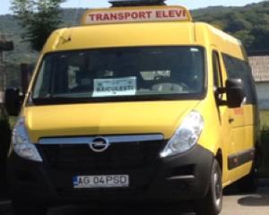 Ce numar de inmatriculare au microbuzele  de la Guvern care transporta elevii la scoala