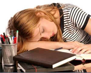 Cum sa va odihniti mai bine inainte de examene