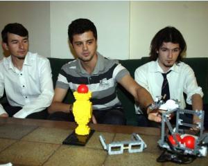 Cine sunt elevii care reprezinta Romania la Olimpiada Internationala de Robotica din Indonezia