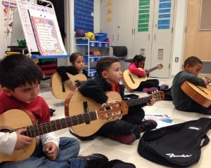 Ora de muzica ar putea fi eliminata din programa scolara pentru gimnaziu