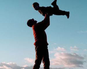 """Parentime lanseaza campania """"Parenting. Pe scurt"""""""