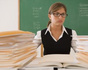 Cum isi pot pastra posturile de titulari profesorii care indeplinesc conditiile de pensionare