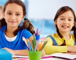 Mai multe scoli organizeaza clase cu predare in sistem simultan, din cauza numarului mic de elevi