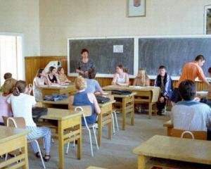 Cei mai buni elevi din Botosani pot castiga un apartament sau o tableta de ultima generatie
