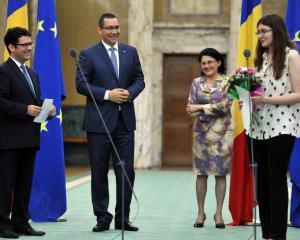 Guvernul a dublat premiile pentru elevii de aur ai Romaniei, castigatori ai Olimpiadei Internationale de Chimie
