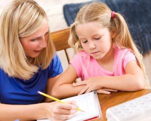 Cum ii ajutam pe copii sa scrie prima lor compunere pentru scoala