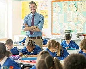 LEGEA SALARIZARII: Salariile profesorilor cresc cu 150%. Apare salariul de merit, spor pentru dirigentie, localitati izolate si predare simultana la mai multe clase